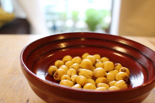 ベトナムのお土産品。蓮の実を炒ったもの